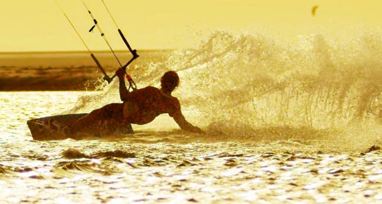 Alex Maes kitesurfing