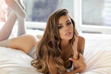 The Hotness of Juli Annee 1