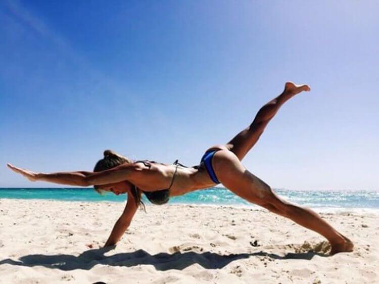 Amazing Badchix with Legs for Days (30 Photos) 1