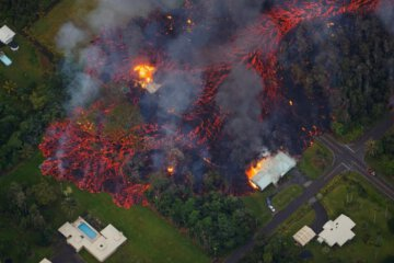 Scary Footage of Volcanic Lava destroying Homes in Hawaii 1