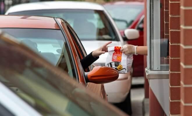 Guy Quits his Job for $ 2,000 at McDonalds Drive-Thru 1