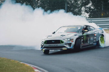 Ford Mustang Drifts the Nurburgring with Vaughn Gittin Jr. 1